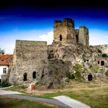 KOČOVNÉ WINE BISTRO na Levickom hrade